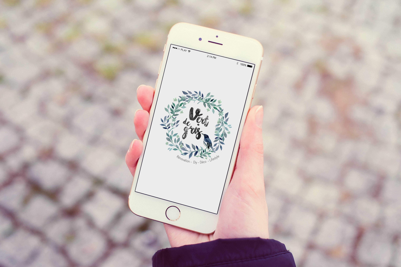 Mokup Vert de Gris Iphone 6